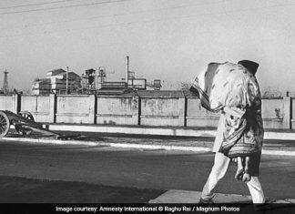 bhopal gas tragedy image by raghu rai